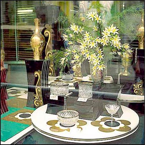 Фото оформление магазина продажа посуды, бокалы, чашки, посуда, как оформить витрину, как оформляли витрины в годы совдепа, СССР, РСФСР